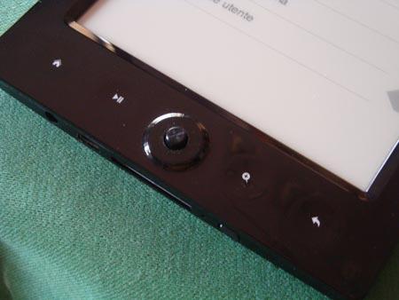 JerryBook E60: i 4 tasti funzione + joystick sotto il display e-ink