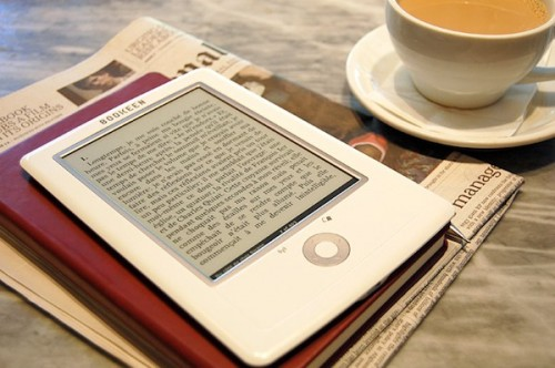 Bookeen Cybook Orizon, lettore ebook touchscreen da 6 pollici