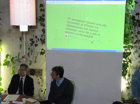 Il tweetwall a Libroincorso e al tavolo Paolo Bianco e Salvatore Nascarella