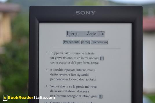 Con lo schermo touch del Sony PRS-T2 muoversi tra l'ebook è molto più semplice