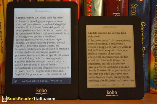 """Kobo Glo e Mini visualizzano la stessa pagina. A parità di impostazioni Kobo Mini mostra il 50% circa in meno di righe. Il Kobo Glo ha lo schermo """"acceso""""."""