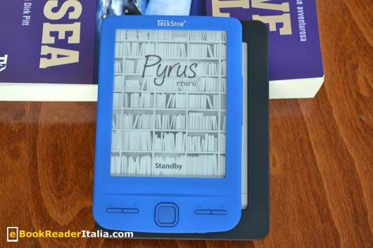 TrekStor Pyrus Mini appoggiato sul Kobo Mini di Mondadori