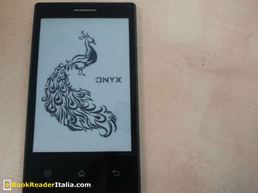 L'Onyx Boox E43 con schermo E-Ink a inchiostro elettronico