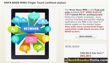 L'immagine dell'M96C usa colori e richiama un network quasi si tratti di un dispositivo tablet.
